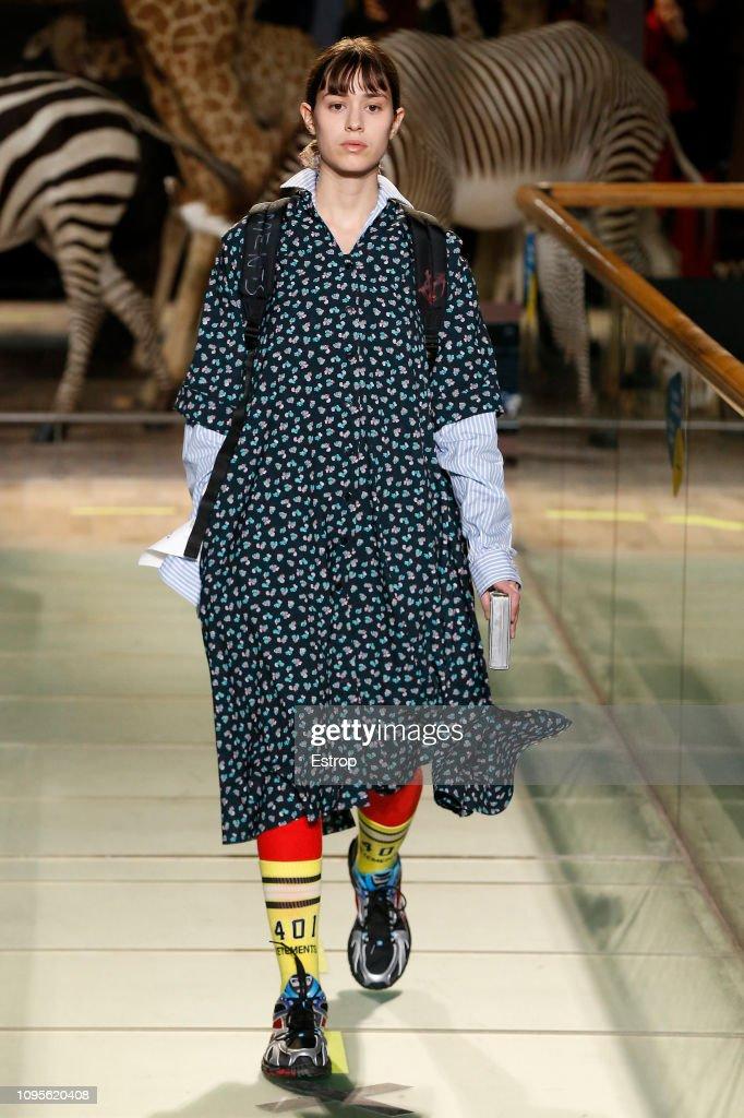 Vetements : Runway - Paris Fashion Week - Menswear F/W 2019-2020 : News Photo