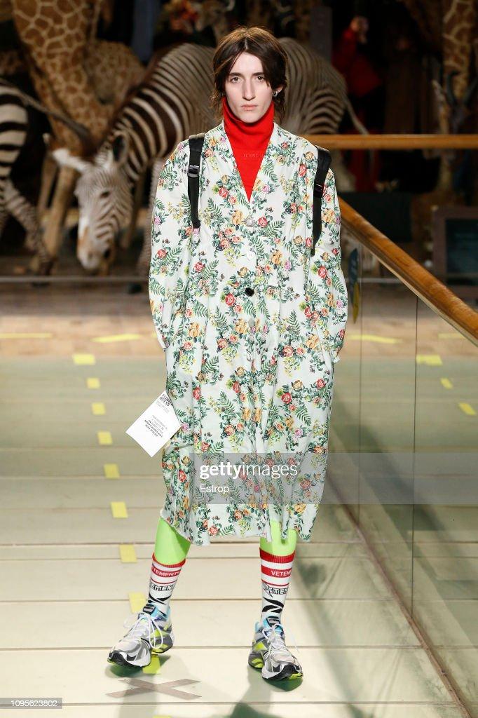 Vetements : Runway - Paris Fashion Week - Menswear F/W 2019-2020 : ニュース写真