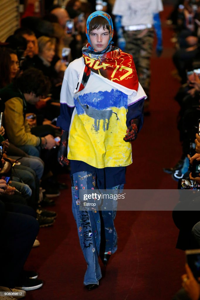 Vetements : Runway - Paris Fashion Week - Menswear F/W 2018-2019 : ニュース写真