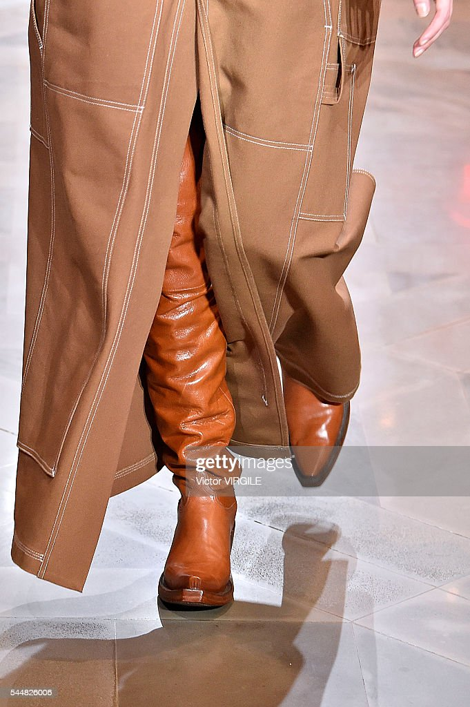 Vetements : Runway - Paris Fashion Week - Ready To Wear Spring/Summer 2017 : News Photo