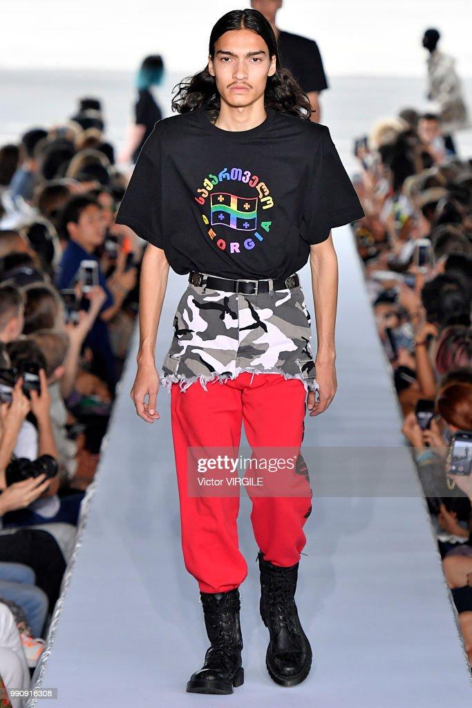 Vetements : Runway - Paris Fashion Week - Ready to Wear Spring/Summer 2019 : ニュース写真