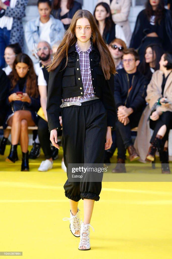 Victoria/Tomas : Runway - Paris Fashion Week Womenswear Spring/Summer 2019