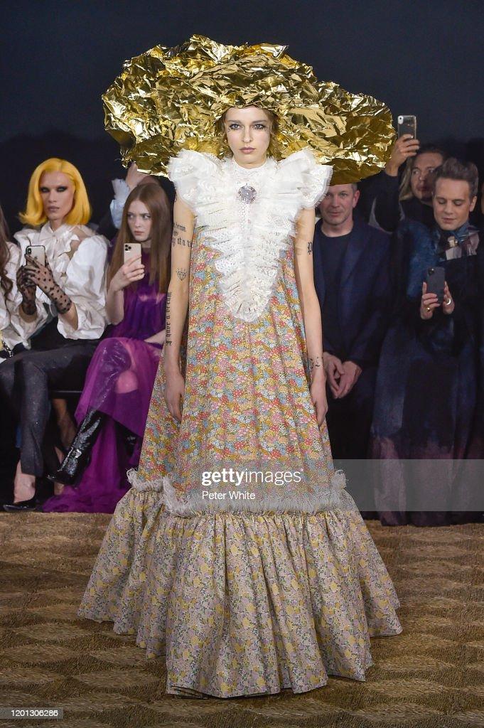 Viktor & Rolf : Runway - Paris Fashion Week - Haute Couture Spring/Summer 2020 : News Photo