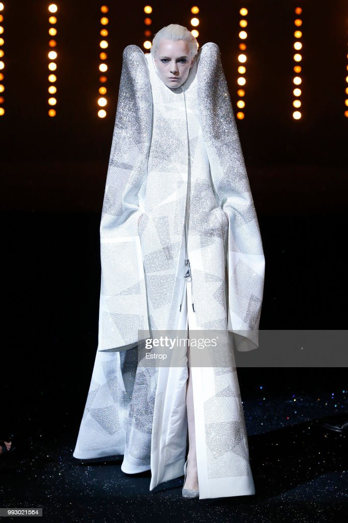 model-walks-the-runway-during-the-viktor-rolf-haute-couture-fall-picture-id993021564