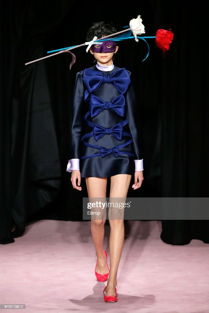 model-walks-the-runway-during-the-viktor-rolf-spring-summer-2018-show-picture-id910113812