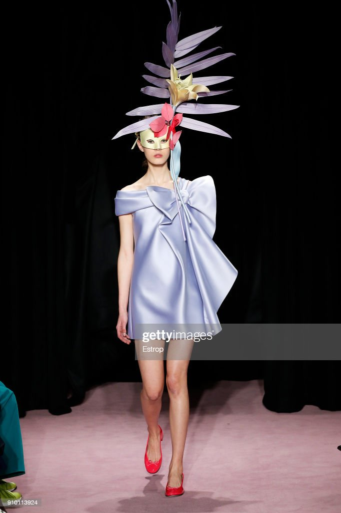 model-walks-the-runway-during-the-viktor-rolf-spring-summer-2018-show-picture-id910113924