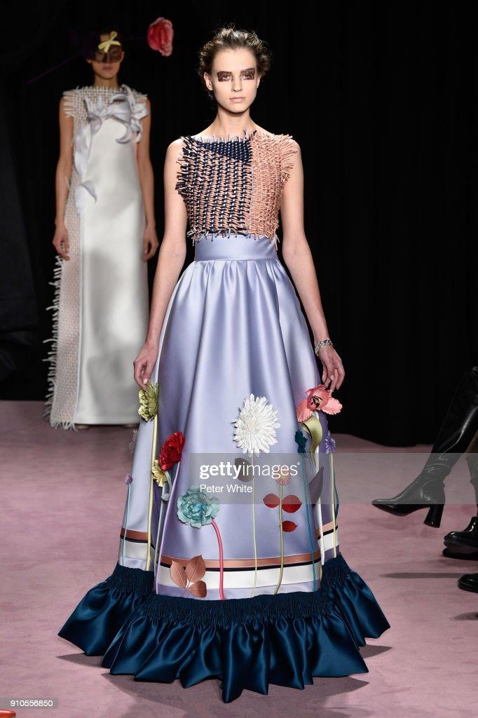 Viktor & Rolf : Runway - Paris Fashion Week - Haute Couture Spring Summer 2018 : News Photo