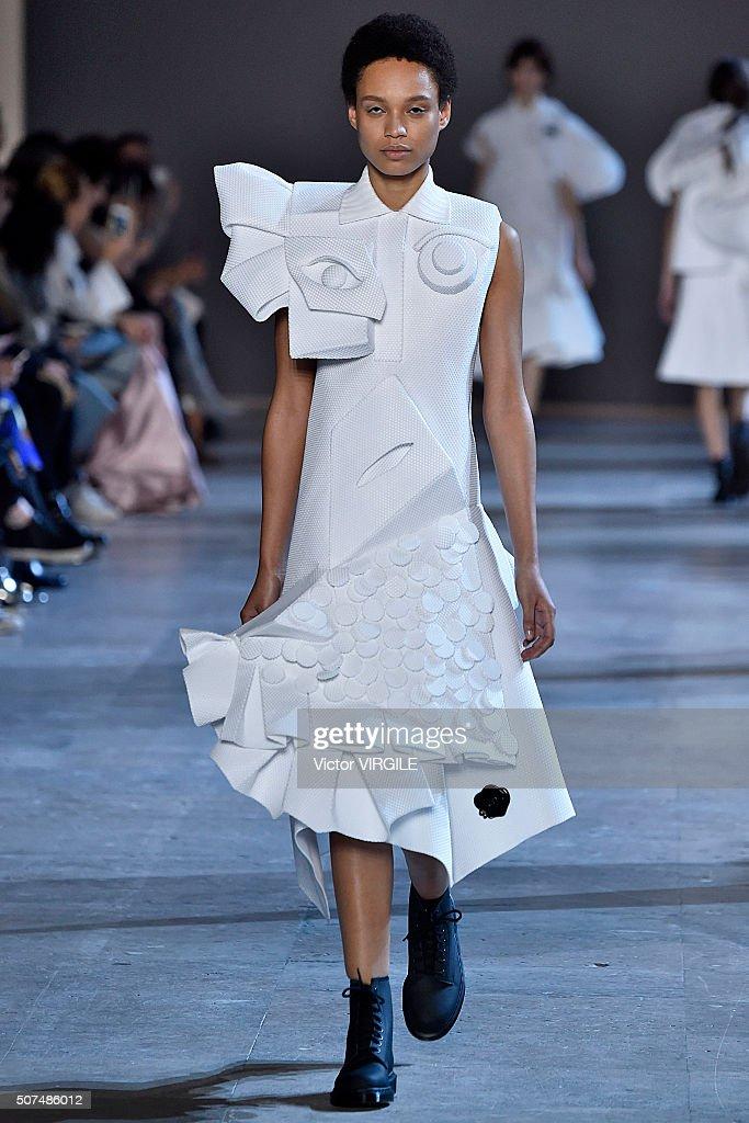 Viktor&Rolf : Runway - Paris Fashion Week - Haute Couture Spring Summer 2016 : News Photo