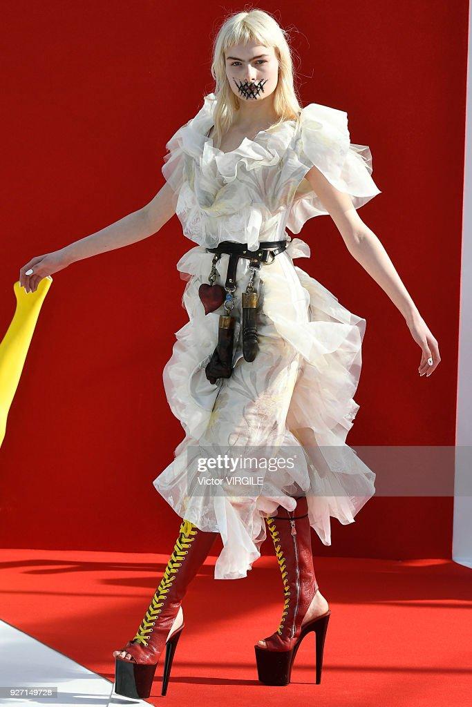 Vivienne Westwood : Runway - Paris Fashion Week Womenswear Fall/Winter 2018/2019 : ニュース写真