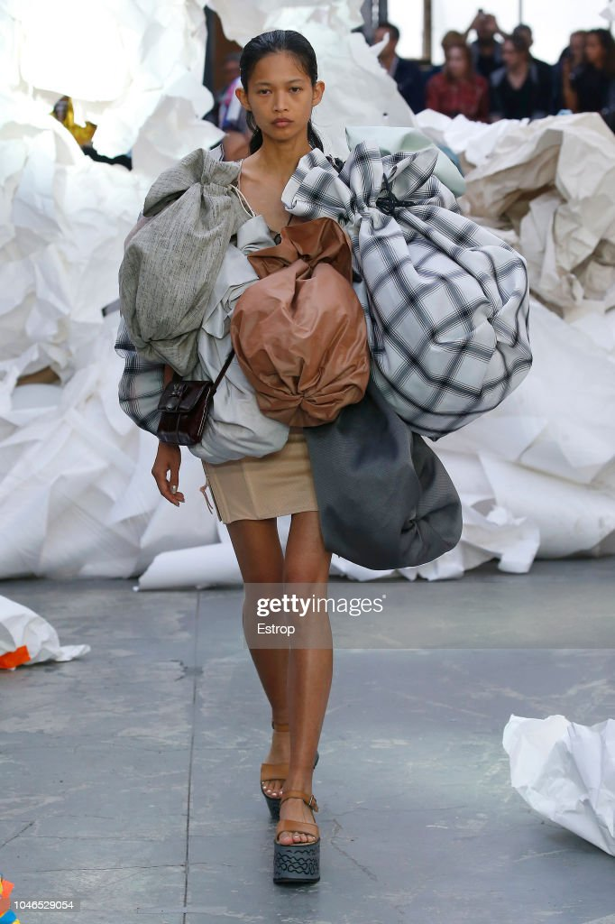 Vivienne Westwood : Runway - Paris Fashion Week Womenswear Spring/Summer 2019 : ニュース写真