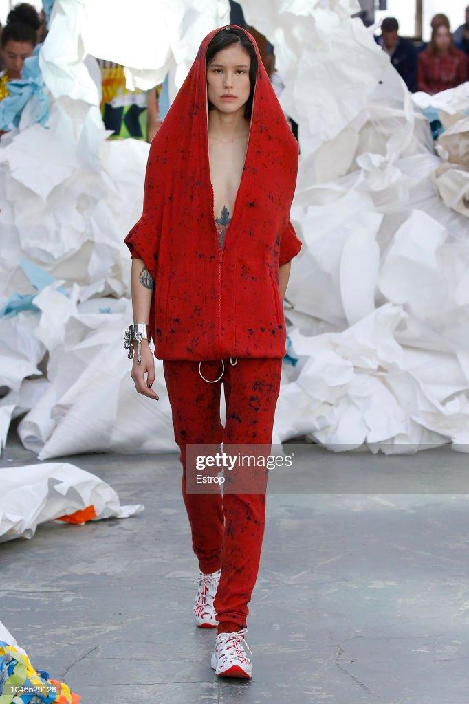 Vivienne Westwood : Runway - Paris Fashion Week Womenswear Spring/Summer 2019 : ニュース写真