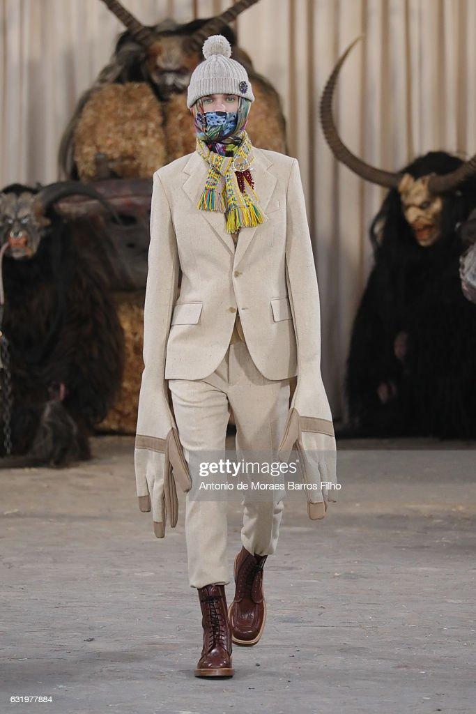Walter Van Beirendonck : Runway - Paris Fashion Week - Menswear F/W 2017-2018 : News Photo