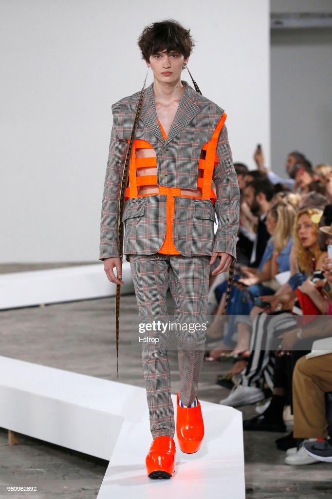 Walter Van Beirendonck : Runway - Paris Fashion Week - Menswear Spring/Summer 2019 : ニュース写真