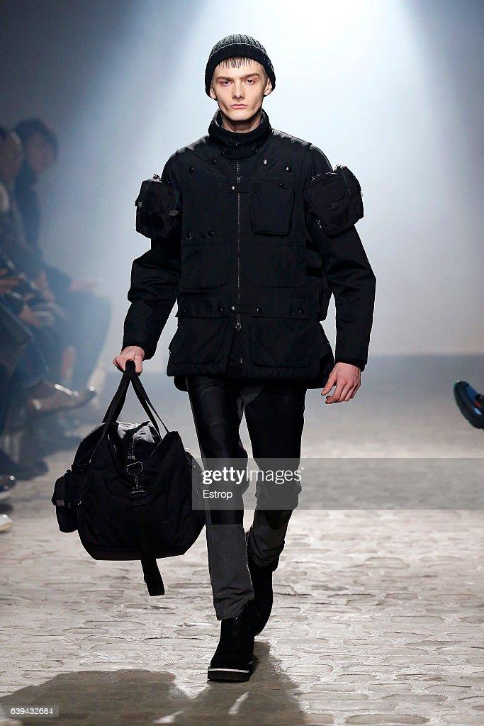 White Mountaineering : Runway - Paris Fashion Week - Menswear F/W 2017-2018 : Nachrichtenfoto