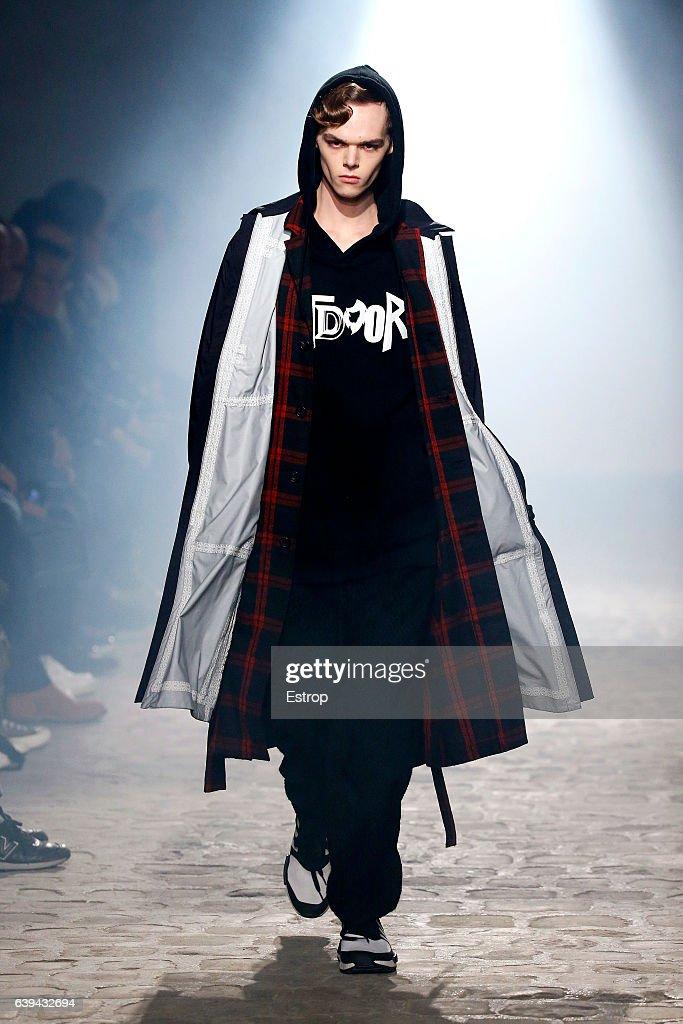 White Mountaineering : Runway - Paris Fashion Week - Menswear F/W 2017-2018 : News Photo