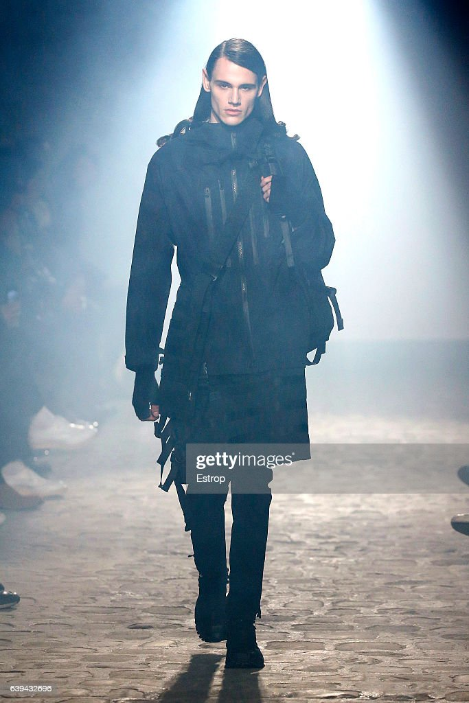 White Mountaineering : Runway - Paris Fashion Week - Menswear F/W 2017-2018 : Fotografia de notícias