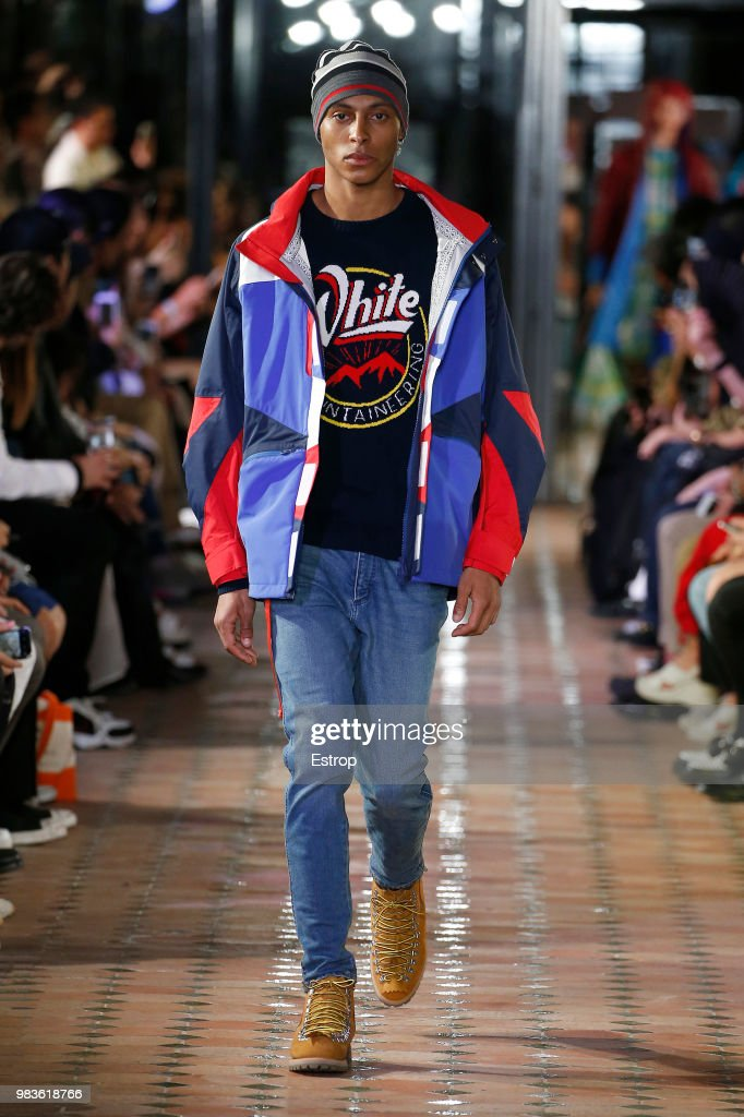 White Mountaineering: Runway - Paris Fashion Week - Menswear Spring/Summer 2019 : Fotografía de noticias