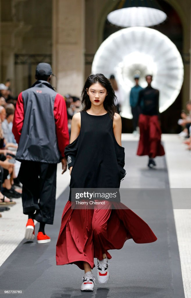 Y-3: : Runway - Paris Fashion Week - Menswear Spring/Summer 2019