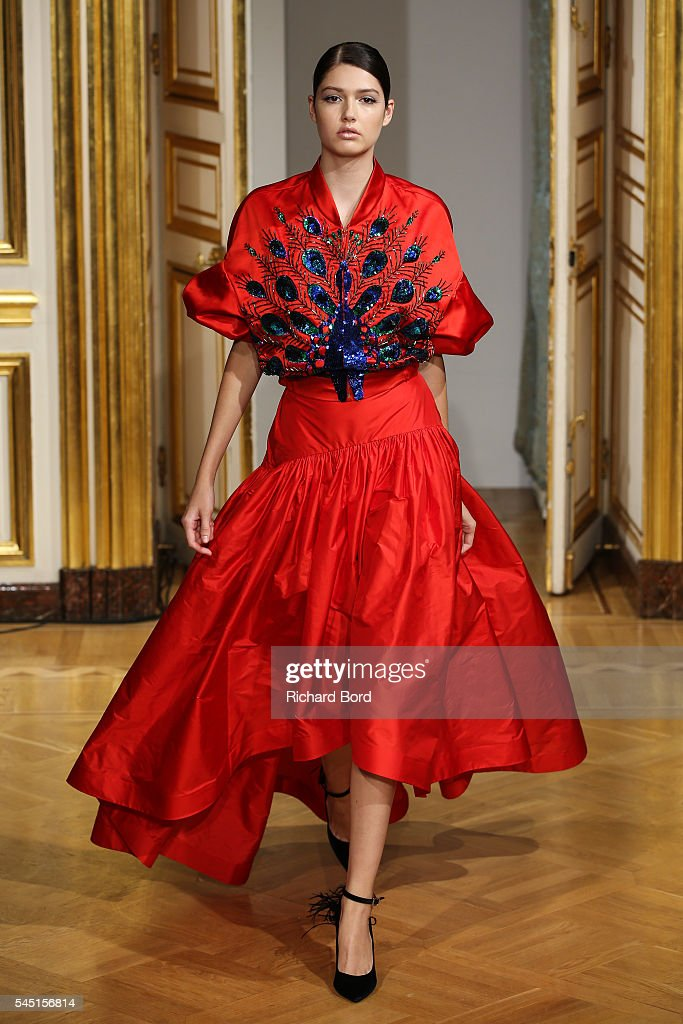 Yanina Couture : Runway - Paris Fashion Week - Haute Couture Fall/Winter 2016-2017 : News Photo