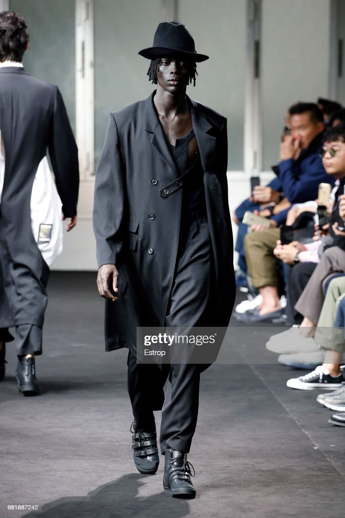 Yohji Yamamoto: Runway - Paris Fashion Week - Menswear Spring/Summer 2019 : News Photo