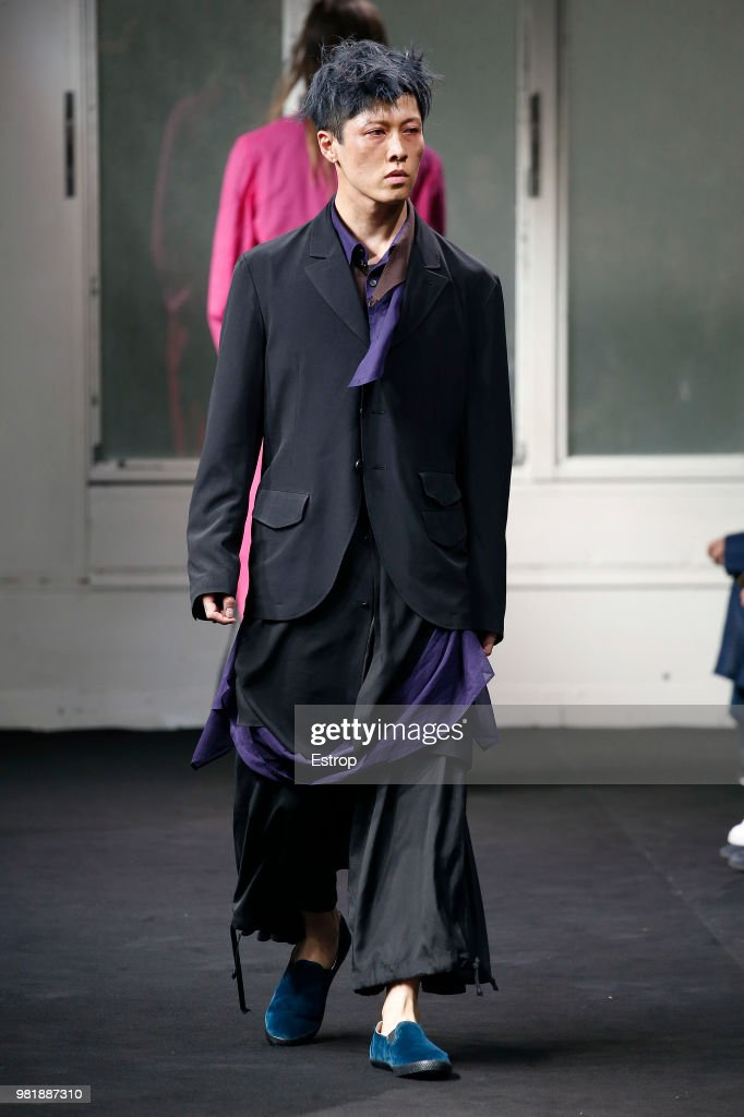 Yohji Yamamoto: Runway - Paris Fashion Week - Menswear Spring/Summer 2019 : ニュース写真