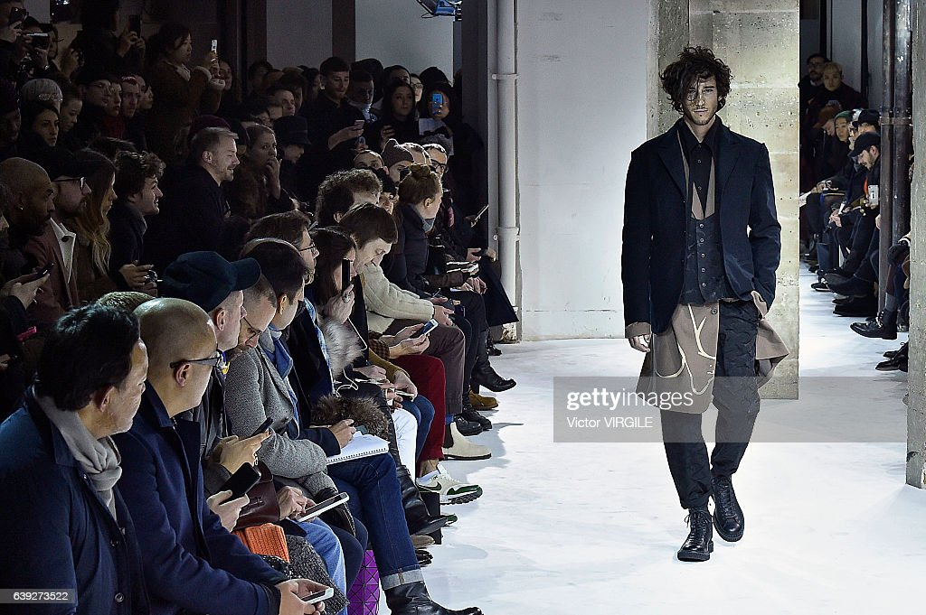 Yohji Yamamoto: Runway - Paris Fashion Week - Menswear F/W 2017-2018 : News Photo