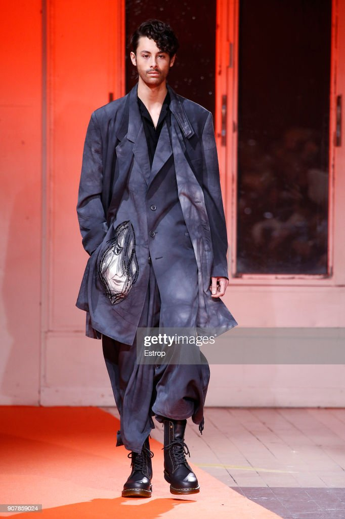 Yohji Yamamoto : Runway - Paris Fashion Week - Menswear F/W 2018-2019 : News Photo