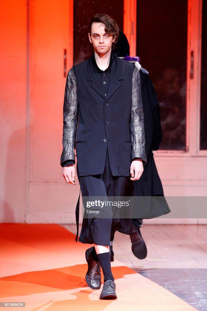 Yohji Yamamoto : Runway - Paris Fashion Week - Menswear F/W 2018-2019 : News Photo