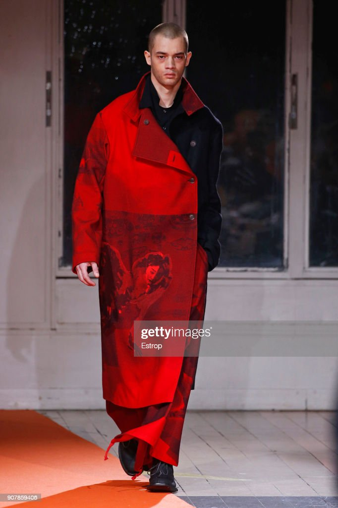 Yohji Yamamoto : Runway - Paris Fashion Week - Menswear F/W 2018-2019 : Fotografía de noticias