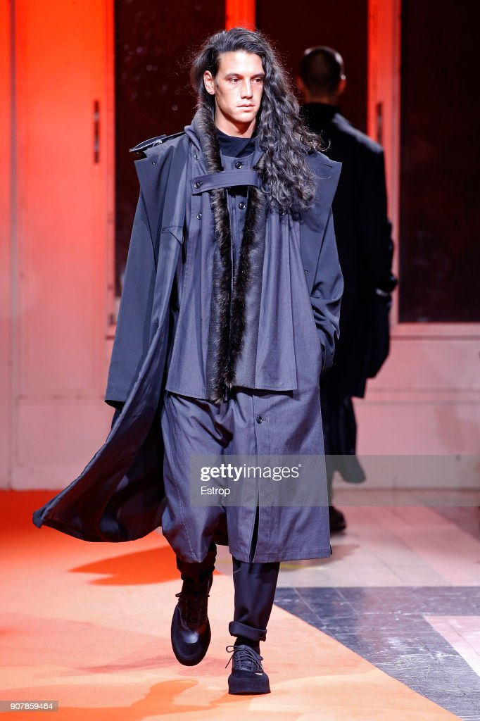 Yohji Yamamoto : Runway - Paris Fashion Week - Menswear F/W 2018-2019 : Nachrichtenfoto