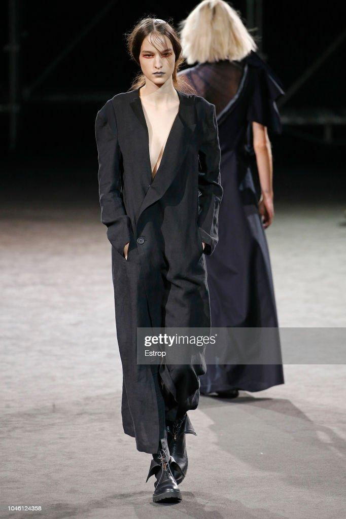 Yohji Yamamoto : Runway - Paris Fashion Week Womenswear Spring/Summer  2019 : ニュース写真
