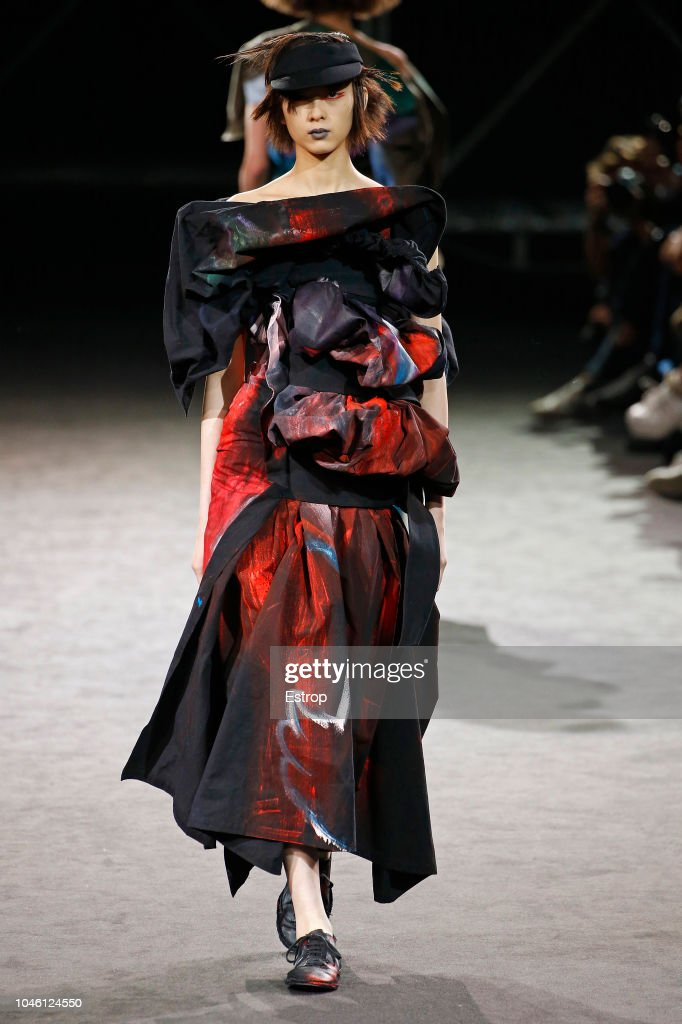 Yohji Yamamoto : Runway - Paris Fashion Week Womenswear Spring/Summer  2019 : ニュース写真