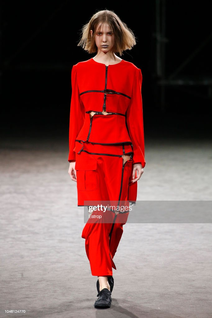 Yohji Yamamoto : Runway - Paris Fashion Week Womenswear Spring/Summer  2019 : Fotografia de notícias