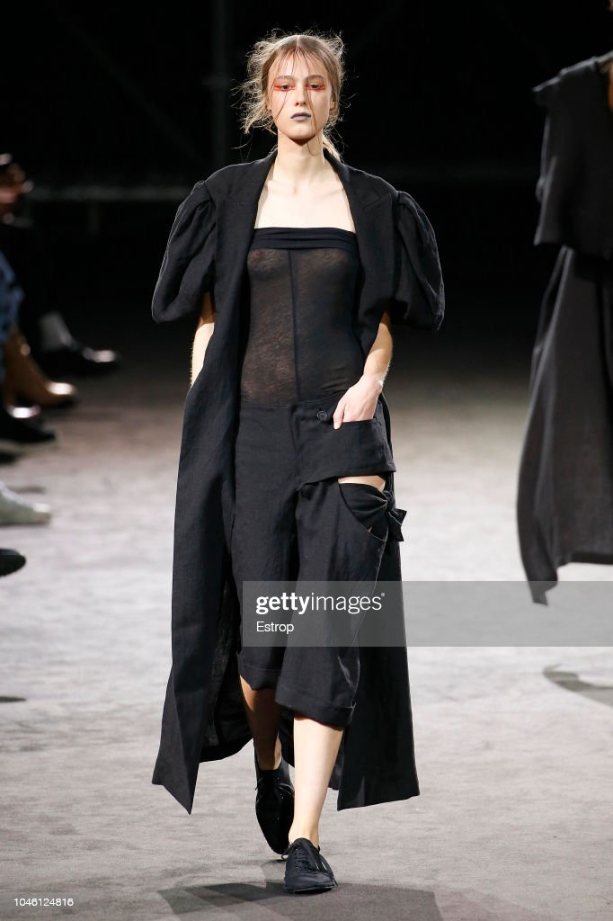 Yohji Yamamoto : Runway - Paris Fashion Week Womenswear Spring/Summer  2019 : News Photo