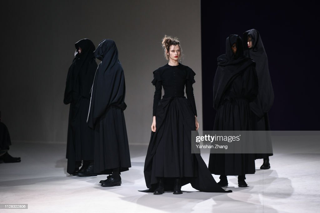 Yohji Yamamoto : Runway - Paris Fashion Week Womenswear Fall/Winter 2019/2020 : ニュース写真