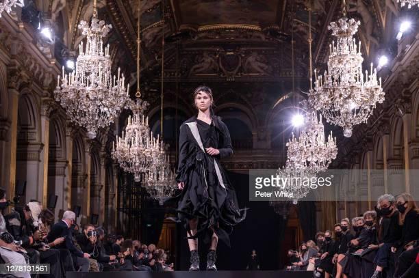 Model walks the runway during the Yohji Yamamoto Womenswear Spring/Summer 2021 show as part of Paris Fashion Week on October 02, 2020 in Paris,...