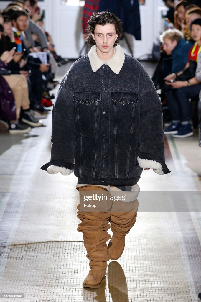 Y/Project : Runway - Paris Fashion Week - Menswear F/W 2018-2019 : News Photo