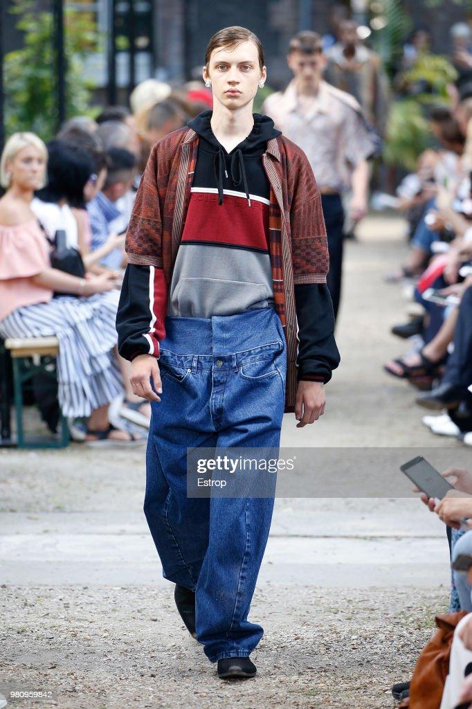 Y/Project : Runway - Paris Fashion Week - Menswear Spring/Summer 2019