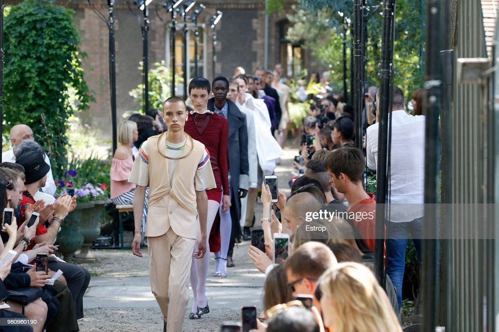 Y/Project : Runway - Paris Fashion Week - Menswear Spring/Summer 2019