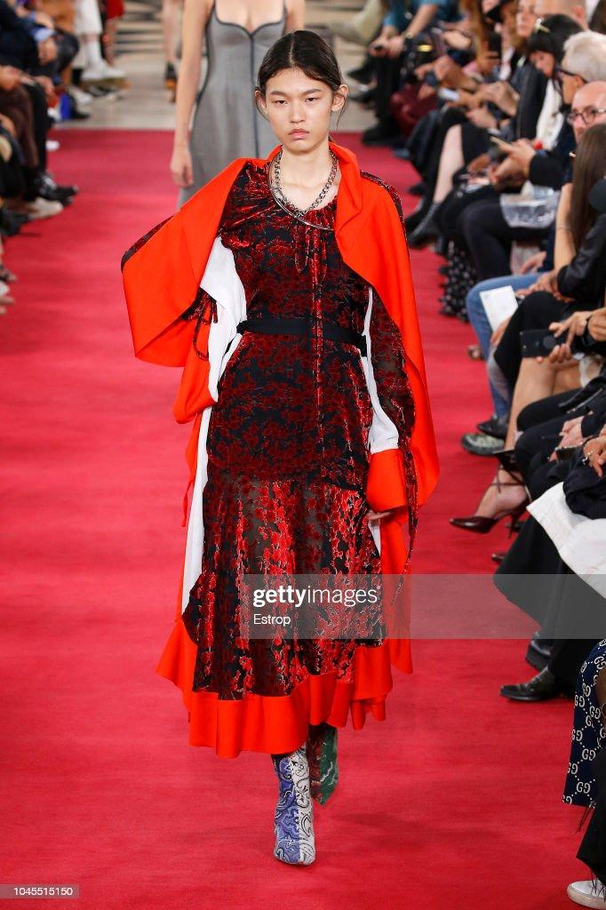 Y/Project : Runway - Paris Fashion Week Womenswear Spring/Summer 2019 : ニュース写真
