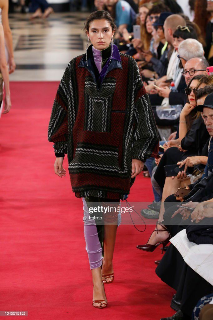 Y/Project : Runway - Paris Fashion Week Womenswear Spring/Summer 2019 : ニュース写真