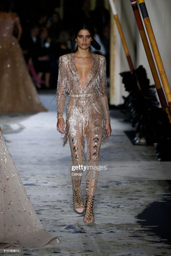 model-walks-the-runway-during-the-zuhair-murad-spring-summer-2018-as-picture-id910184814