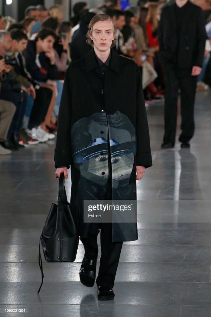 Valentino : Runway - Paris Fashion Week - Menswear F/W 2019-2020 : ニュース写真