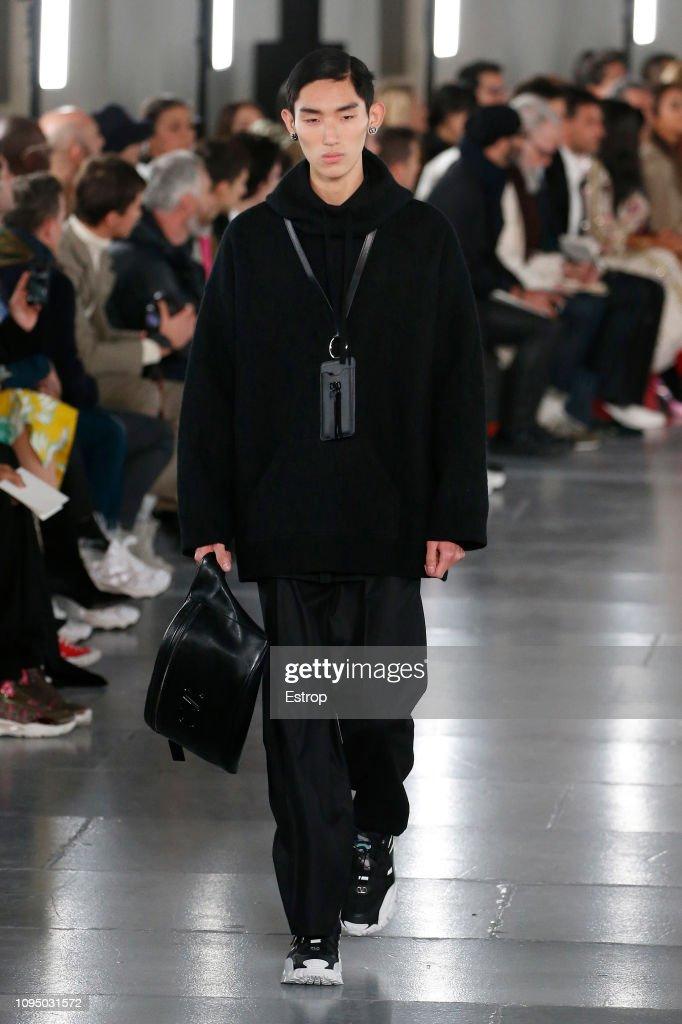 Valentino : Runway - Paris Fashion Week - Menswear F/W 2019-2020 : ニュース写真