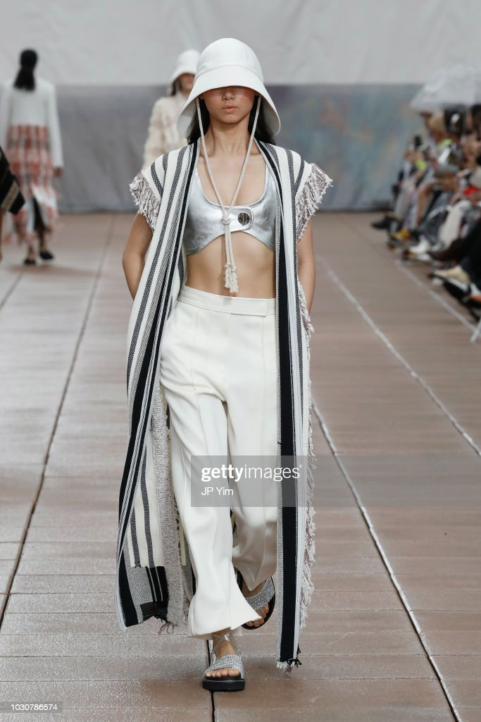 3.1 Phillip Lim - Runway - September 2018 - New York Fashion Week : Nachrichtenfoto