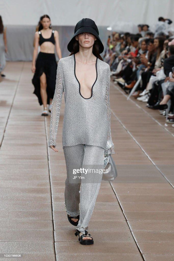 3.1 Phillip Lim - Runway - September 2018 - New York Fashion Week : Nachrichtenfoto