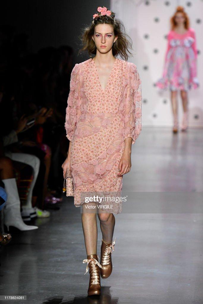 Anna Sui - Runway - September 2019 - New York Fashion Week : News Photo