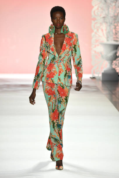 NY: Badgley Mischka - Runway - September 2019 - New York Fashion Week: The Shows