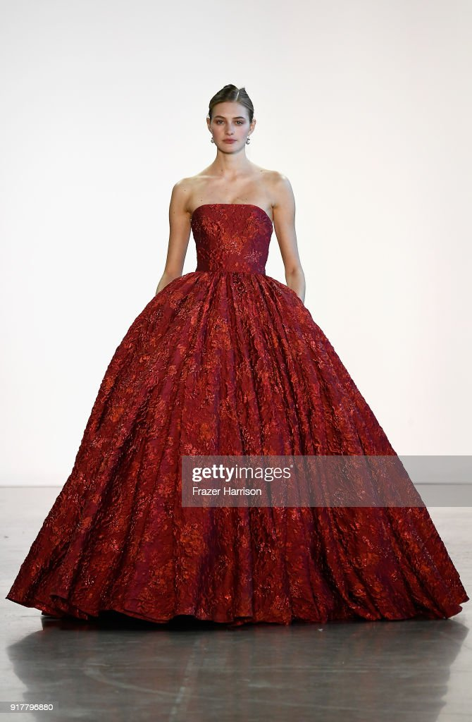 Badgley Mischka - Runway - February 2018 - New York Fashion Week: The Shows : News Photo