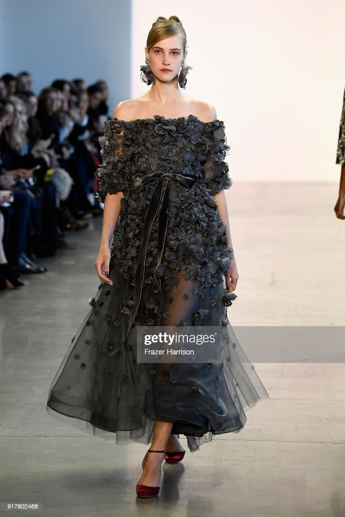 Badgley Mischka - Runway - February 2018 - New York Fashion Week: The Shows : News Photo